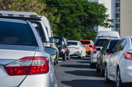 Foto de traffic jam with many cars - Imagen libre de derechos