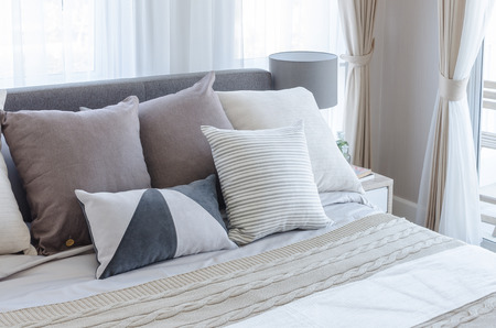 Photo pour modern bedroom with pillows on bed at home - image libre de droit