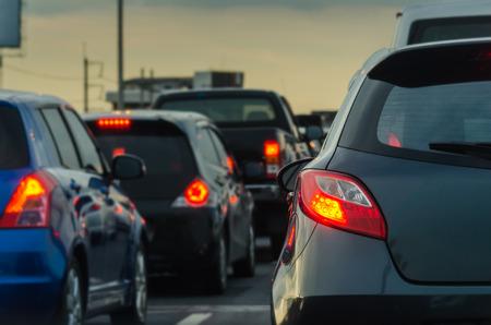 Foto de traffic jam with row of cars on expressway during rush hour - Imagen libre de derechos