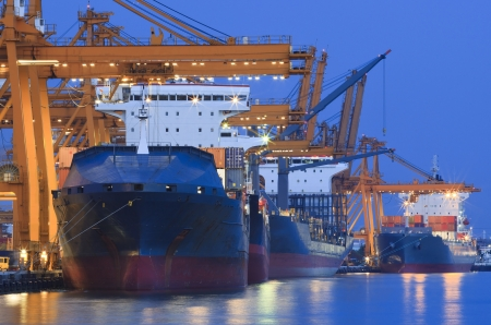 Foto de ship yard with heavy crane in beautiful twilight of day use for import export industry and international trading - Imagen libre de derechos