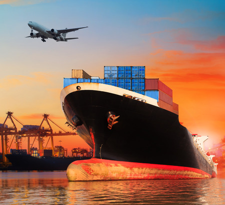 Foto de bic commercial ship in import,export pier use for vessel transport business industry and cargo ,freight ,shipping port - Imagen libre de derechos