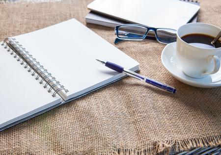 Foto de empty paper ,pen and  coffee on patio table top - Imagen libre de derechos