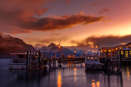 Photo pour beautiful sunset sky of port of lake wakatipu south land new zealand - image libre de droit