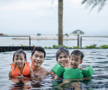 Photo pour asian family happiness in sport water pool - image libre de droit