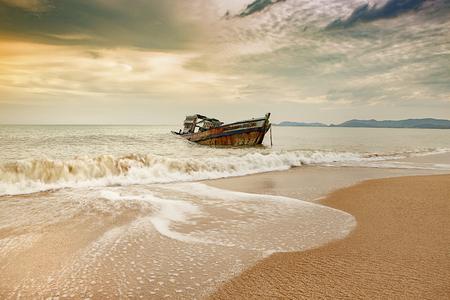 Foto de old wreck boat on abandoned sea beach  - Imagen libre de derechos