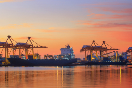 Foto per container ship yard against colorful on sun rising sky klong tuey port bangkok thailand - Immagine Royalty Free