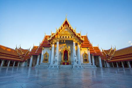 Foto de wat benchamabophit ,marble temple one of most popular traveling destination in bangkok thailand - Imagen libre de derechos