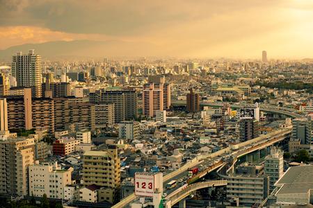 Foto de osaka japan - november 7, 2018 : high angle view express way and township of osaka city japan - Imagen libre de derechos