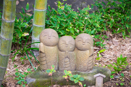 Photo pour Jizo chibi, the guardian of children, from the Japanese Garden of the Hasedera Temple at Kamakura,Japan - image libre de droit