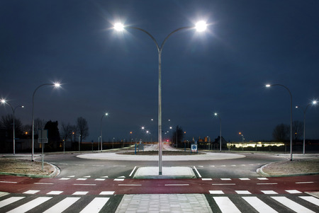Foto de Roundabout illuminated by LED lights in the twilight zone - Imagen libre de derechos