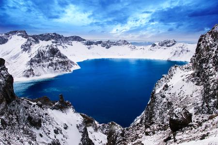 Foto de The beautiful lake in the winter of Chang Bai Mount, Jilin province, China - Imagen libre de derechos
