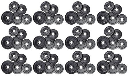 Photo pour Pattern made from a stack of metal weights 1kg and 2kg, isolated on white background with clipping path. Top view, flat lay. Can be used as a gym background. - image libre de droit