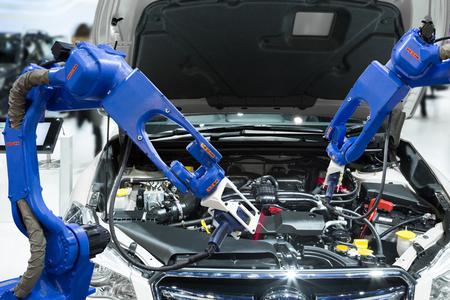 Photo pour Automated robotic scanning automotive part engine in smart factory, Industry 4.0 concept - image libre de droit