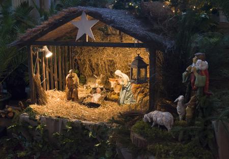 Photo pour Christmas creche with Joseph Mary and Jesus - image libre de droit