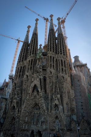 Foto de facade of the sagrada familia in barcelona - Imagen libre de derechos