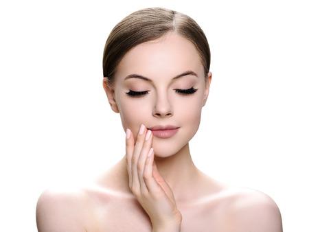Photo pour Beautiful woman face with eyelashes beauty healthy skin natural makeup. Studio shot. - image libre de droit