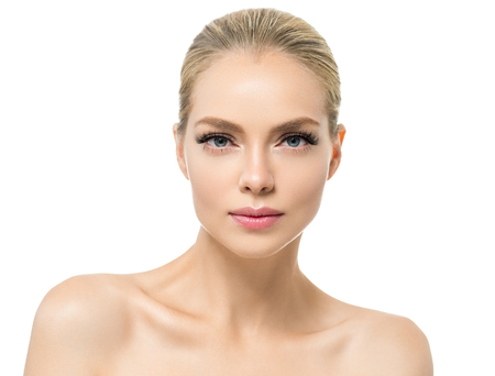 Photo pour Beautiful woman with healthy skin natural makeup blonde hair beauty face with beauty lashes and pink lips. Studio shot. - image libre de droit