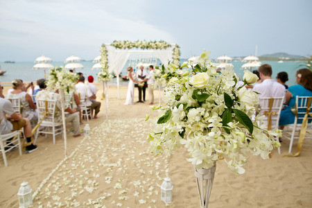 Photo pour soft focus of beautiful flower decoration in the beach wedding ceremony - image libre de droit