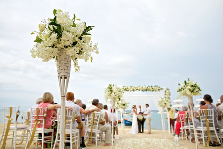 Foto de soft focus of beautiful flower decoration in the beach wedding ceremony - Imagen libre de derechos