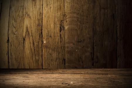 Foto de background of barrel and worn old table of wood - Imagen libre de derechos
