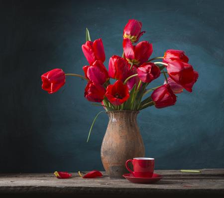 Photo pour Still life with yellow tulips - image libre de droit