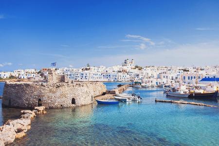 Foto de Picturesque Naousa village, Paros island, Cyclades, Greece - Imagen libre de derechos