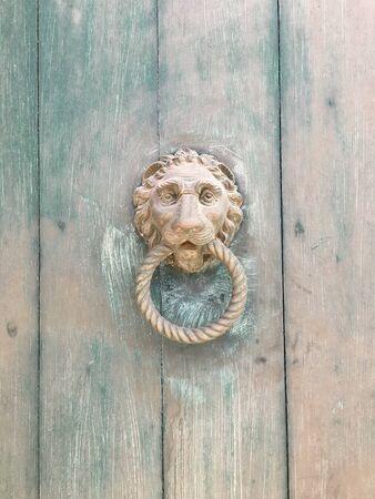 Photo pour Door knocker - image libre de droit