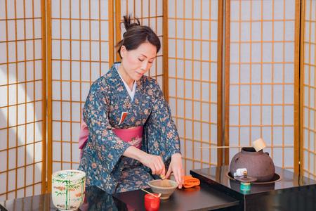 Photo pour Los Angeles, APR 8: Japanese style tea ceremony performance on APR 8, 2018 at Los Angeles, California - image libre de droit