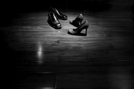 Foto de Couple shoes on dance floor in black and white - Imagen libre de derechos