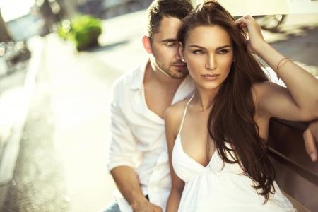 Photo pour Young couple in love - image libre de droit