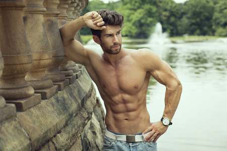 Photo pour Handsome muscular man outdoor - image libre de droit
