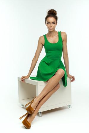 Foto de Beautiful woman in green dress - Imagen libre de derechos