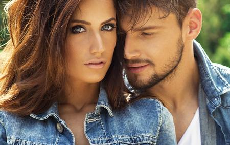 Photo pour Portrait of beautiful couple - image libre de droit