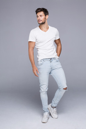 Photo pour Sexy handsome man in white t-shirt - image libre de droit