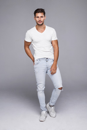 Photo pour Handsome man wearing jeans and white t-shirt - image libre de droit