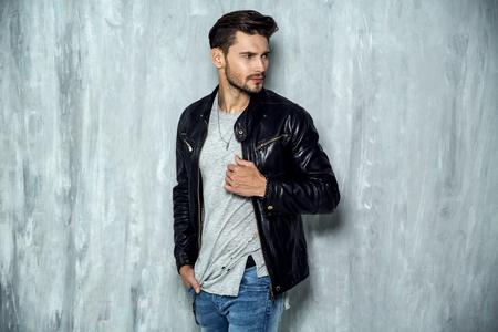 Foto de Photo of handsome man in black leather jacket - Imagen libre de derechos