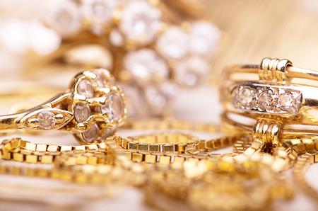Foto de Gold jewelry for elegant women. - Imagen libre de derechos