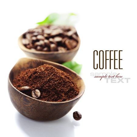 Foto de Wooden Bowls with coffee beans and ground coffee over white (with sample text) - Imagen libre de derechos