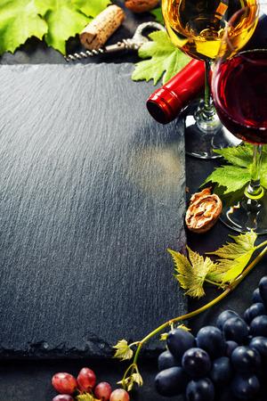 Photo pour Food background with Wine and Grape. Lots of copy space. - image libre de droit