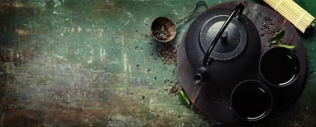 Photo pour Black iron asian tea set,vintage style - image libre de droit