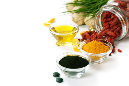 Photo pour Dietary supplements. Spirulina, turmeric and organic oil on white background. - image libre de droit