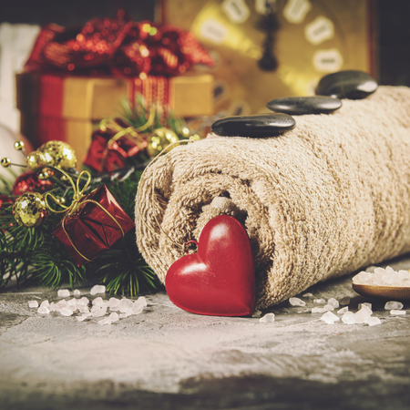 Photo pour Spa composition with Christmas decoration. Holiday SPA treatment - image libre de droit
