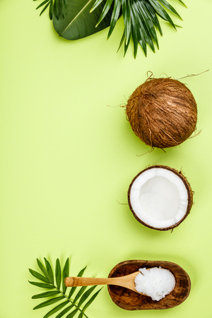 Photo pour Coconut oil, tropical leaves and fresh coconuts - image libre de droit