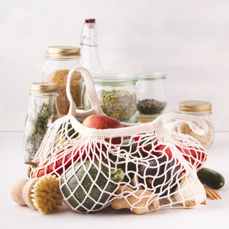 Photo pour Fruits and vegetables in reusable cotton bags and glass jars with pasta, lentils, beans, rice, dry herbs. Zero waste, Recycling, Sustainable lifestyle concept - image libre de droit