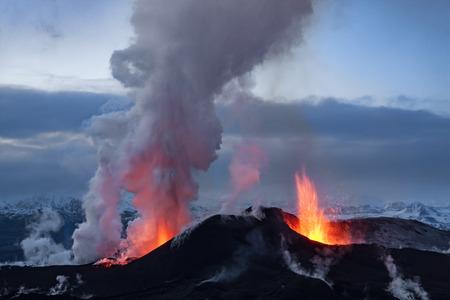 Photo pour Volcano eruption in Eyjafjallajokull in Iceland - image libre de droit