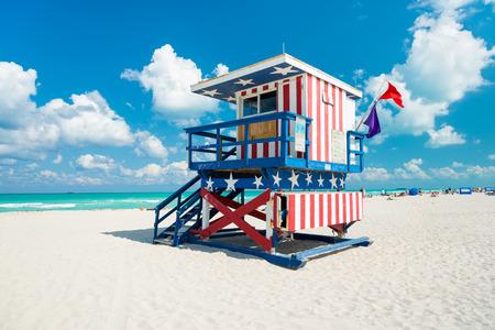 Photo pour Lifeguard hut in South Beach with an american flag design, Miami - image libre de droit