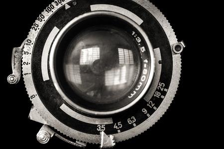 Foto de Vintage camera lens closeup isolated on black - Imagen libre de derechos