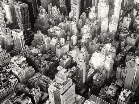 Photo pour Black and white urban landscape of New York City - image libre de droit