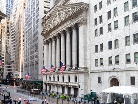 Photo pour The New York Stock Exchange in Manhattan Financial District - image libre de droit