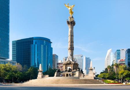 Foto de The Angel of Independence and the Paseo de La Reforma in Mexico City - Imagen libre de derechos
